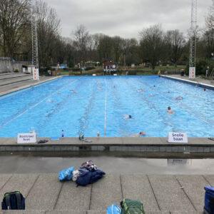 Buitenzwembad Mirandabad Amsterdam open in de winter